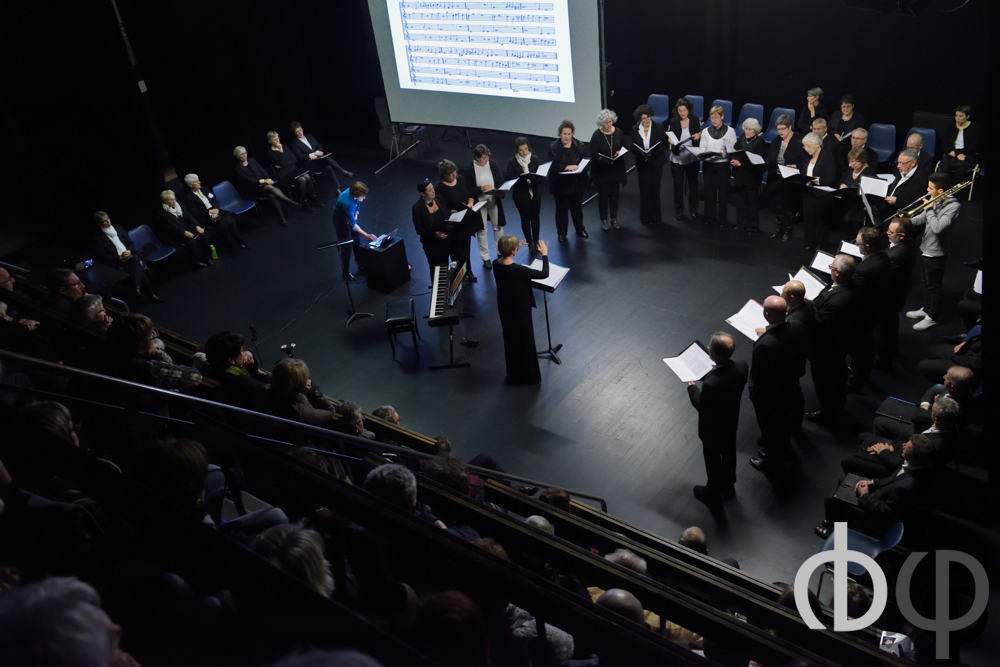 """8 novembre,  """"autour du festival"""", concert-lecture avec Florence Badol-Bertrand, chargée de cours d'histoire de la musique au conservatoire de Paris, et un petit choeur de chanteur illustrant son propos"""