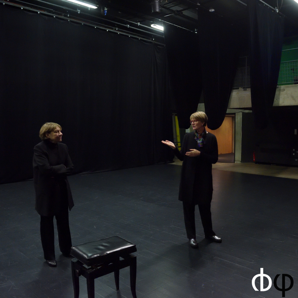 12 novembre, propos d'avant concert par Nicole Corti, chef du Choeur Spirito Britten, à la maison de la culture le Corbusier, juste avant le concert de clôture